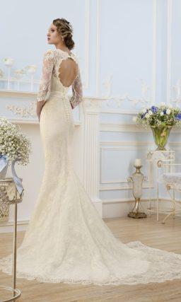 Свадебное платье силуэта «рыбка» с длинным рукавом и вырезом на спинке.