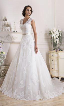 Элегантное свадебное платье с кружевным верхом, который можно снять.