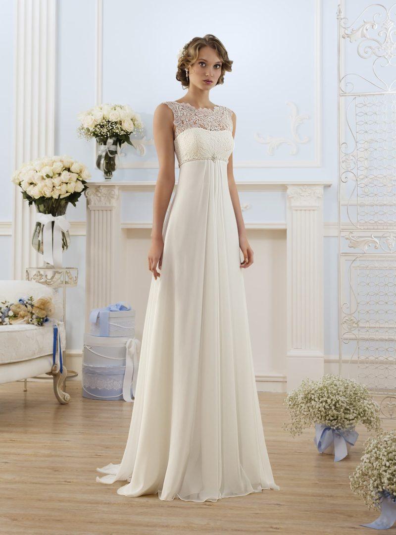 Ампирное свадебное платье с кружевным лифом и узким поясом с бисерной отделкой.