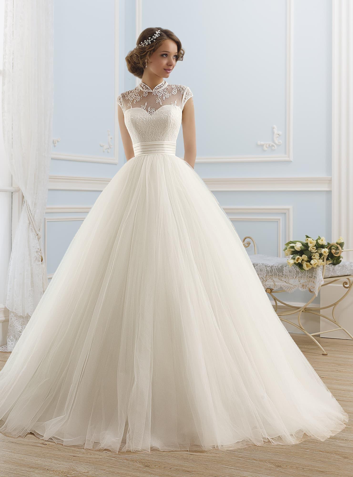 Свадебное платье закрытое пышное