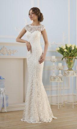 Свадебное платье силуэта «рыбка» с отделкой из фактурного кружева по всей длине.