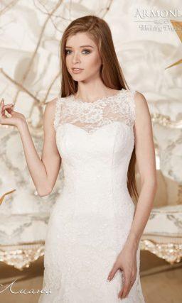 Кружевное свадебное платье силуэта «рыбка» с ажурной вставкой на спине.