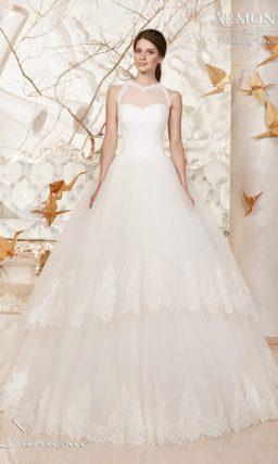Пышное свадебное платье с американской проймой и многослойной кружевной юбкой.