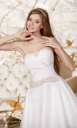 Открытое свадебное платье «принцесса» с драпировками и вышивкой на корсете.