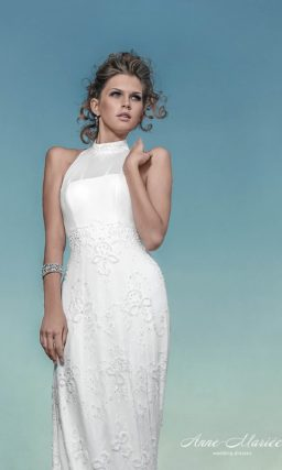 Прямое свадебное платье с длинным шлейфом и вырезом «американская пройма».