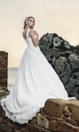 Свадебное платье с кружевной юбкой А-силуэта и широкими бретелями.