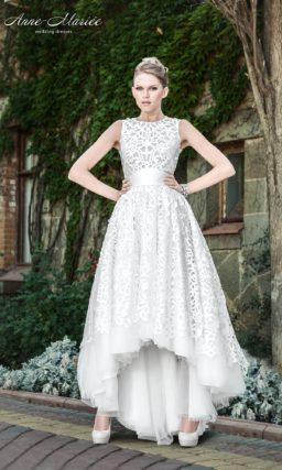 Свадебное платье с отделкой ажурной тканью