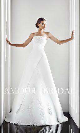 Свадебное платье «принцесса» с оригинальной отделкой подола и прямым декольте.