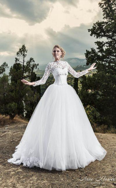 Пышное свадебное платье с кружевным болеро