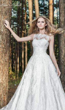 Свадебное платье «принцесса» с кружевным декором лифа и юбкой на атласной подкладке.