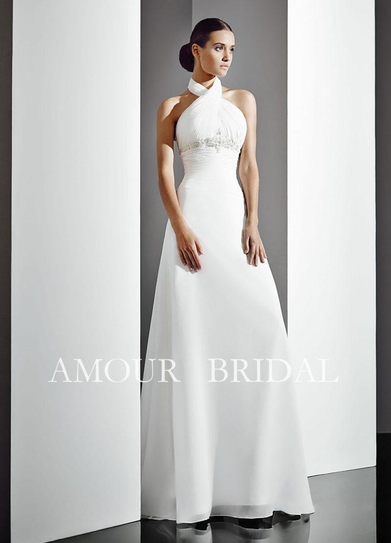 Свадебное платье прямого силуэта с американской проймой и шлейфом.