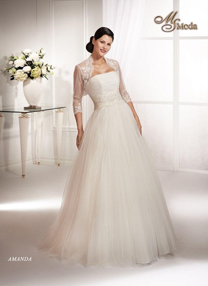 Свадебное платье А-силуэта с широким кружевным поясом и полупрозрачным болеро.