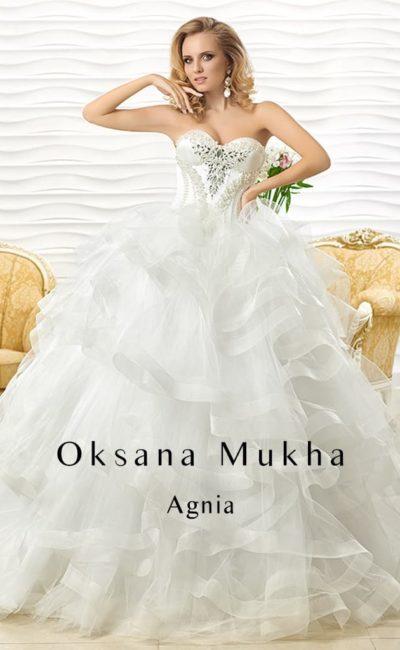 Кокетливое свадебное платье