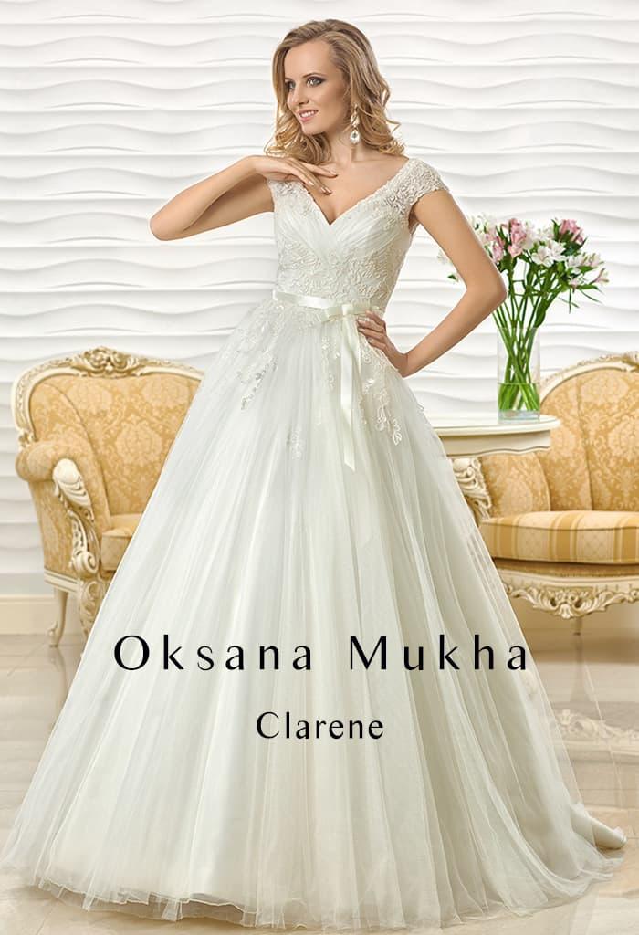 Свадебное платье А-силуэта с широкими ажурными бретелями и поясом на талии.