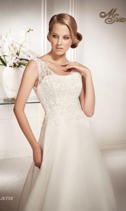 Свадебное платье силуэта «принцесса» с роскошным шлейфом и полупрозрачными бретелями.