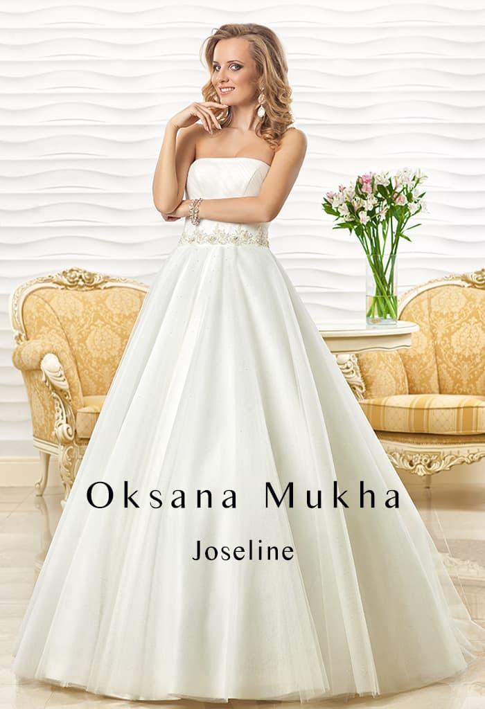 Свадебное платье с лифом прямого кроя и многослойной юбкой А-силуэта.