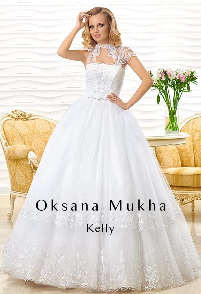 Пышное свадебное платье с асимметричной бретелью из кружевной ткани над открытым лифом.