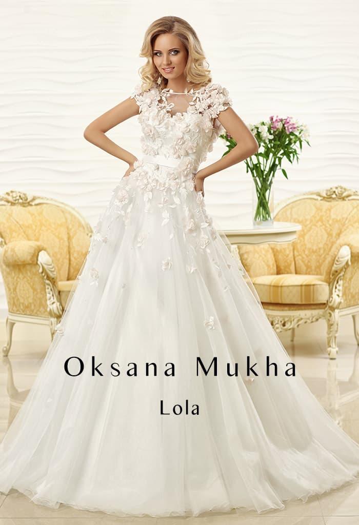 Свадебное платье «принцесса» с кокетливой объемной отделкой лепестками по всему верху.