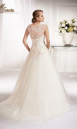 Свадебное платье силуэта «принцесса» с заниженной талией и широкими ажурными бретелями.