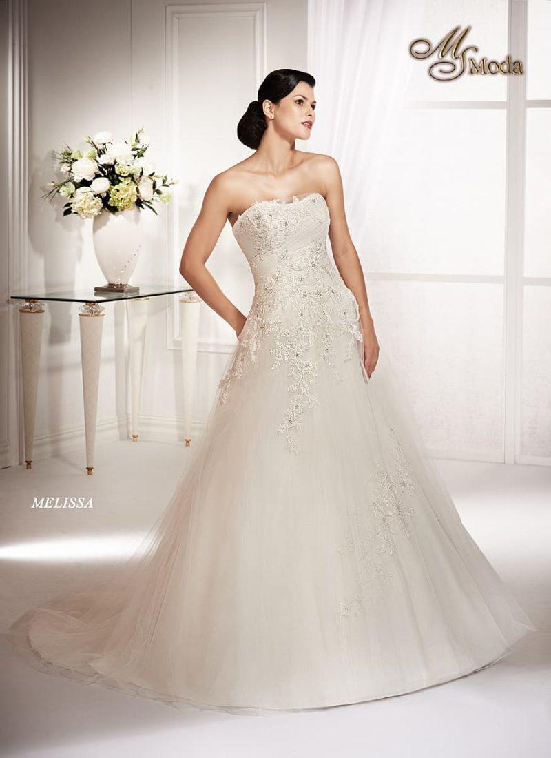 Чувственное свадебное платье «принцесса» с открытым лифом и фактурным декором корсета.