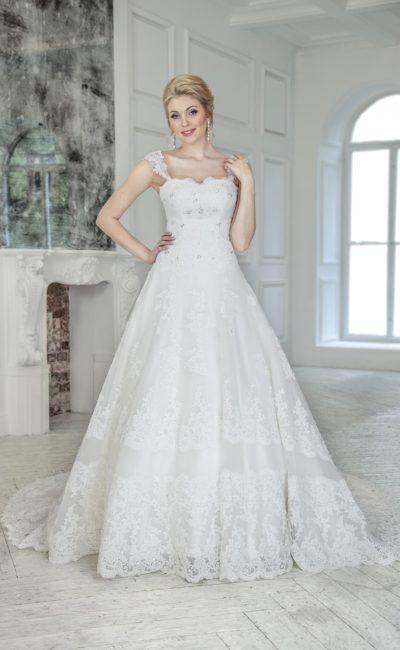 Кружевное свадебное платье «принцесса» с бисерной вышивкой и ажурными бретелями.