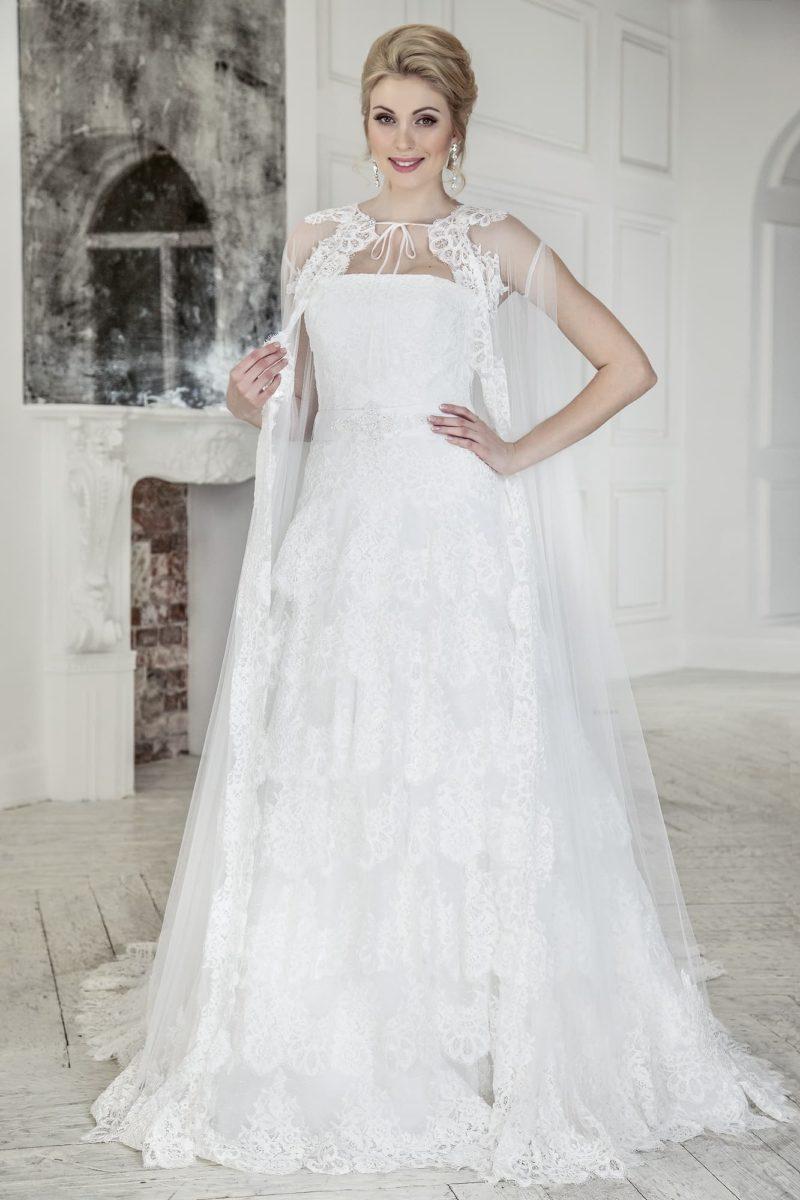 Свадебное платье с прямой юбкой с кружевным декором и роскошным полупрозрачным болеро.
