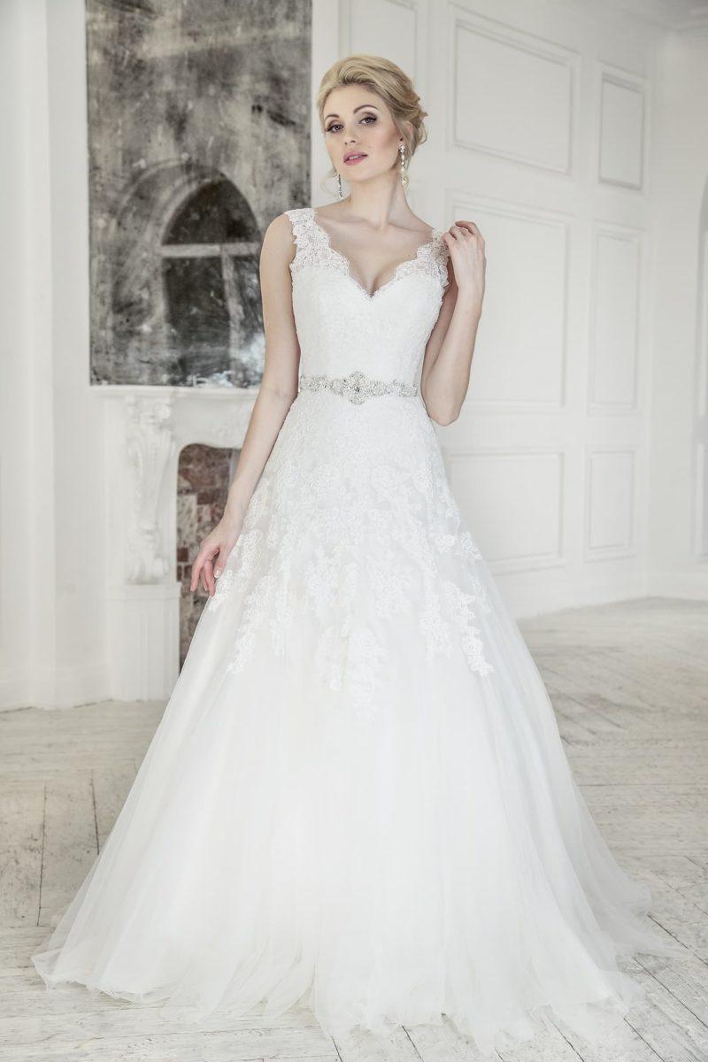 Свадебное платье с широкими бретелями