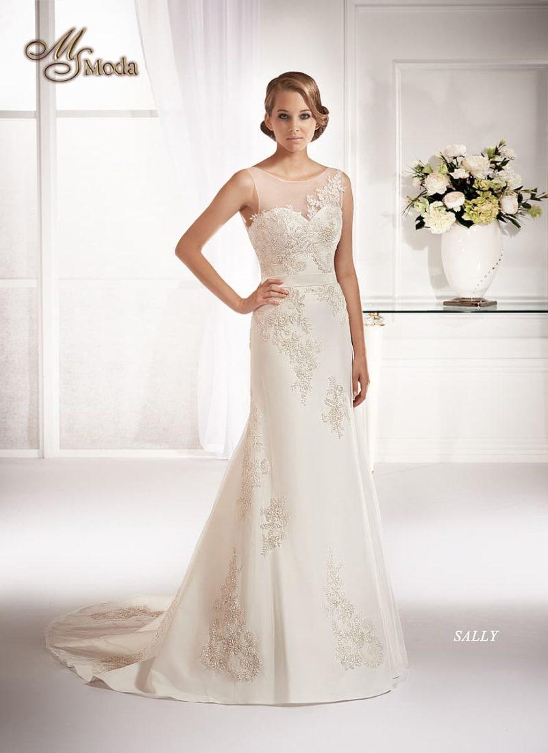 Прямое свадебное платье, покрытое полупрозрачной тканью с роскошными аппликациями.