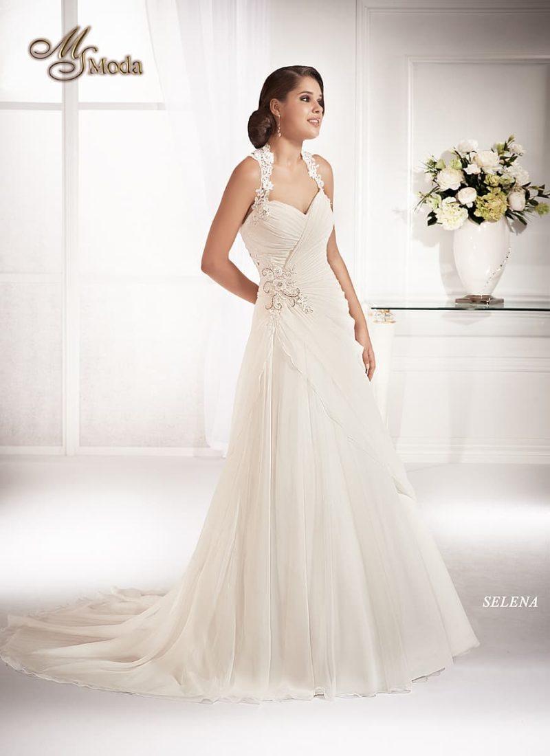 Свадебное платье силуэта «принцесса» с романтичным декором и ажурными бретелями.