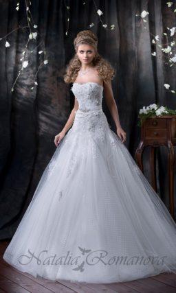свадебное платье с ажурной многослойной юбкой