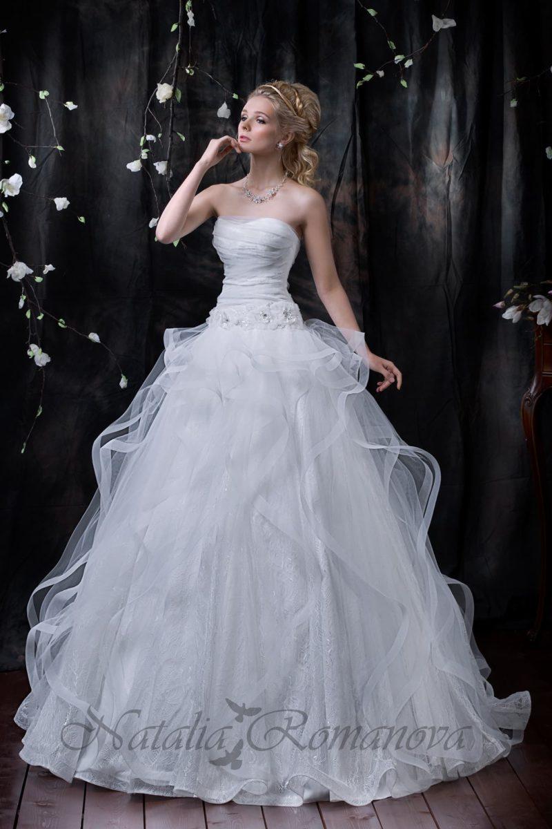 свадебное платье с полупрозрачными волнами