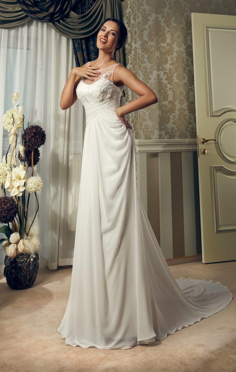 Ампирное свадебное платье с драпировками, вставкой на лифе и небольшим шлейфом.