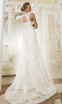Свадебное платье «принцесса» с кружевным вырезом на спинке и полупрозрачной верхней юбкой.