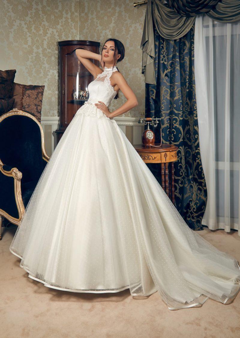 Пышное свадебное платье из ткани в мелкий горошек с американской проймой.