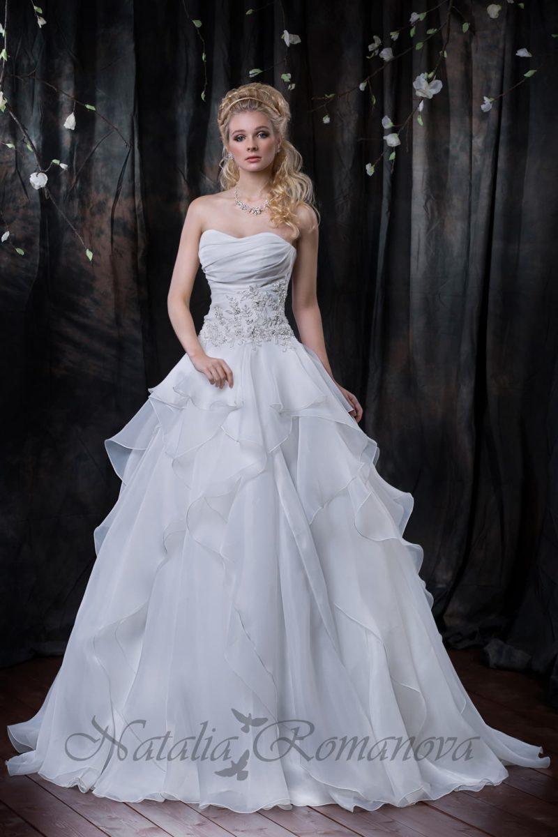 свадебное платье с торжественной юбкой