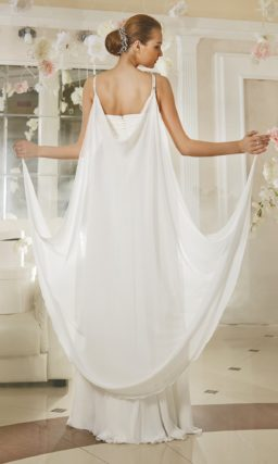 Ампирное свадебное платье с вышивкой на талии и оригинальной накидкой сзади.