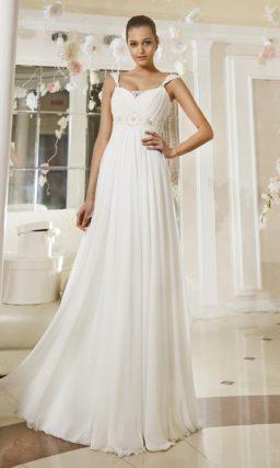 Ампирное свадебное платье с широким вышитым поясом и драпированными бретельками.