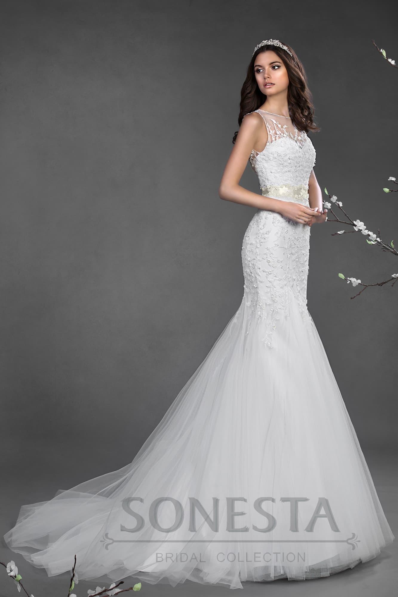 Серебристая вышивка на платье