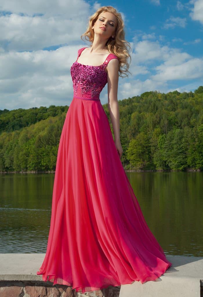 Малиново-розовое вечернее платье