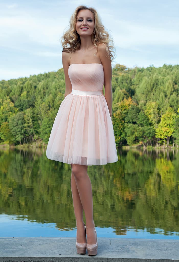 8f26a206d47 Романтичное вечернее платье светлого розового цвета с пышной юбкой до  колена.