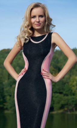 Стильное вечернее платье черного и розового цветов с облегающим прямым силуэтом.