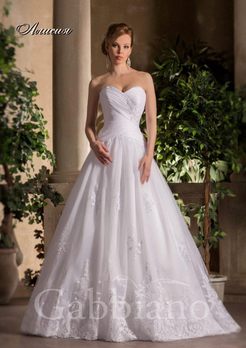 Свадебное платье силуэта «принцесса» с женственными драпировками на корсете.