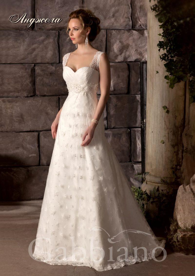 Трогательное свадебное платье А-силуэта с широкими кружевными бретельками.