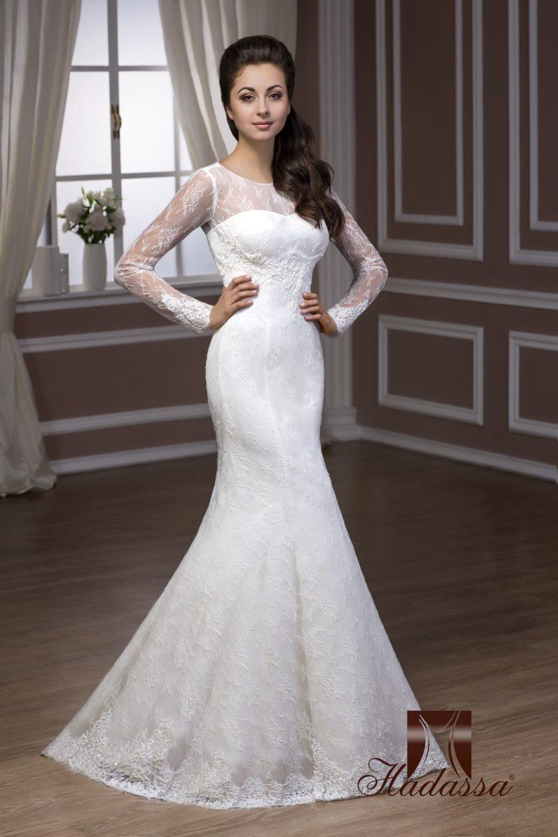 Ажурное свадебное платье силуэта «рыбка» с длинными облегающими рукавами.