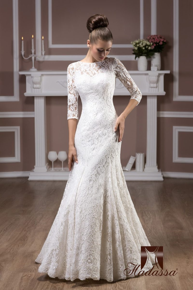Элегантное свадебное платье с длинными облегающими рукавами и юбкой силуэта «рыбка».