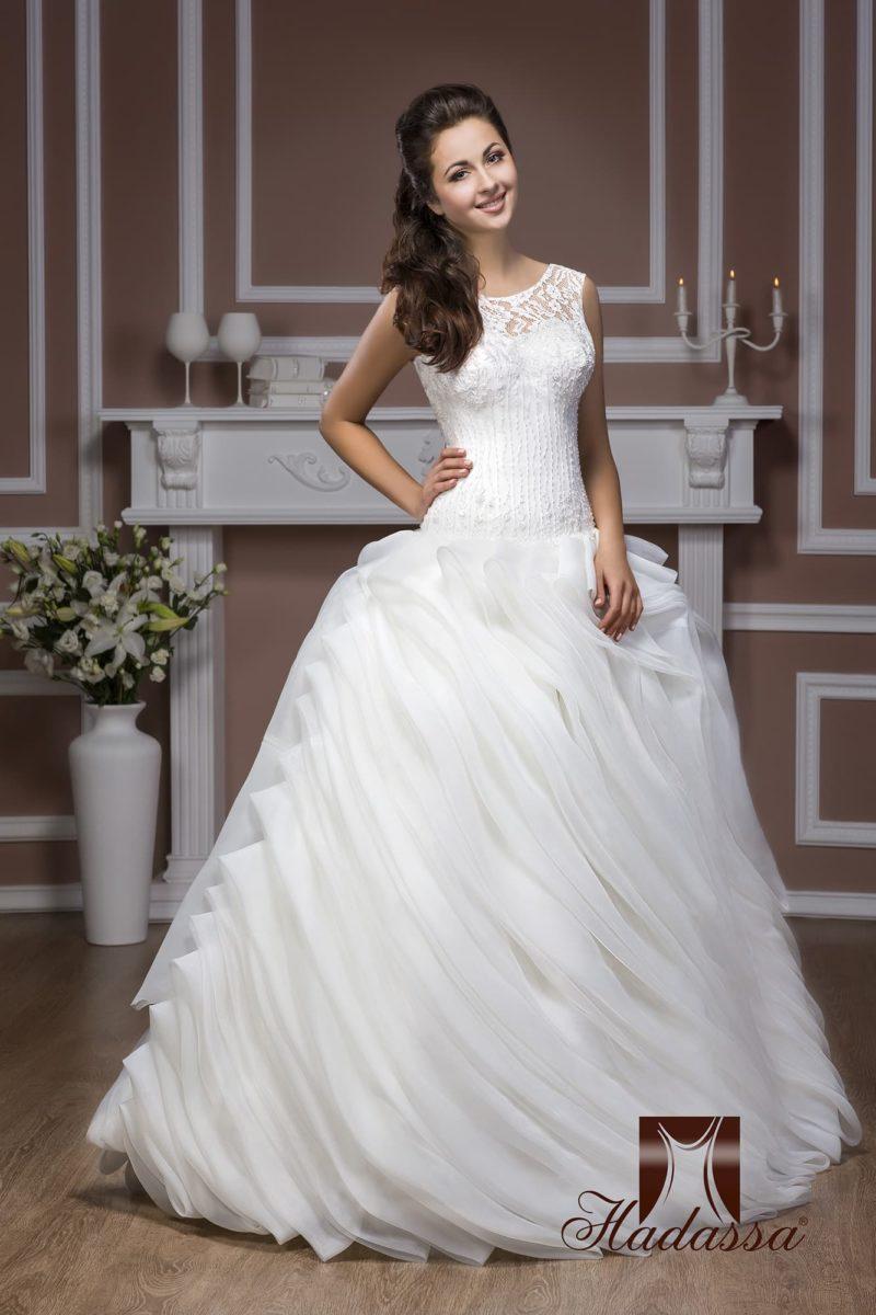 Пышное свадебное платье с драпировками