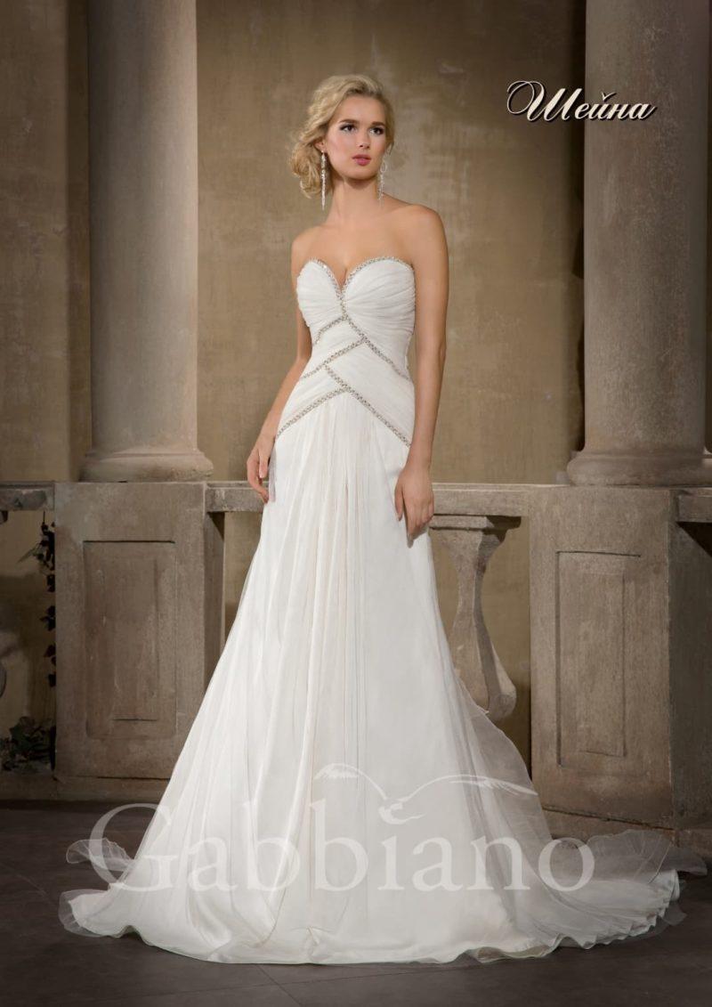 Открытое свадебное платье с юбкой «принцесса» и вышивкой крупными бусинами по корсету.