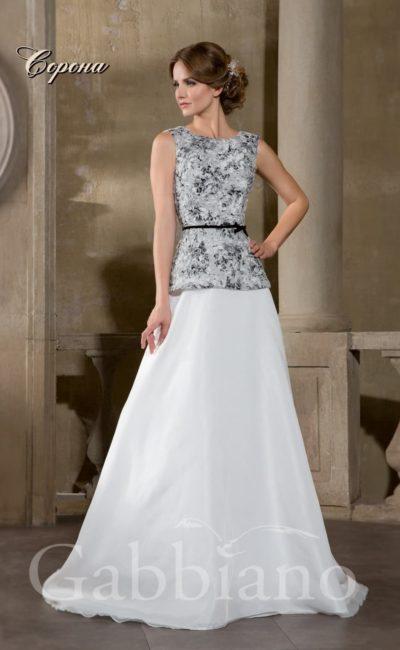 Свадебное платье «принцесса»  с закрытым лифом, покрытым элегантным серым рисунком.