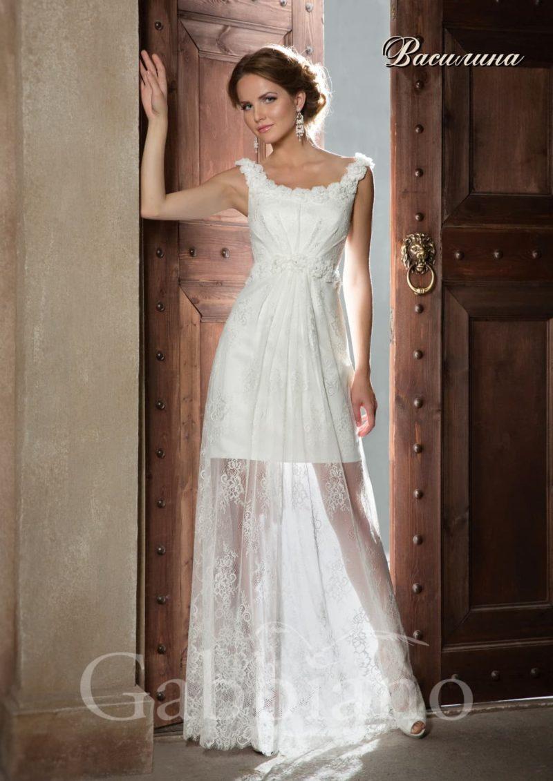 Короткое свадебное платье с ажурной верхней юбкой и округлым вырезом с бретелями.
