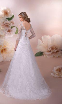 Ажурное свадебное платье с юбкой А-силуэта и элегантными облегающими рукавами.